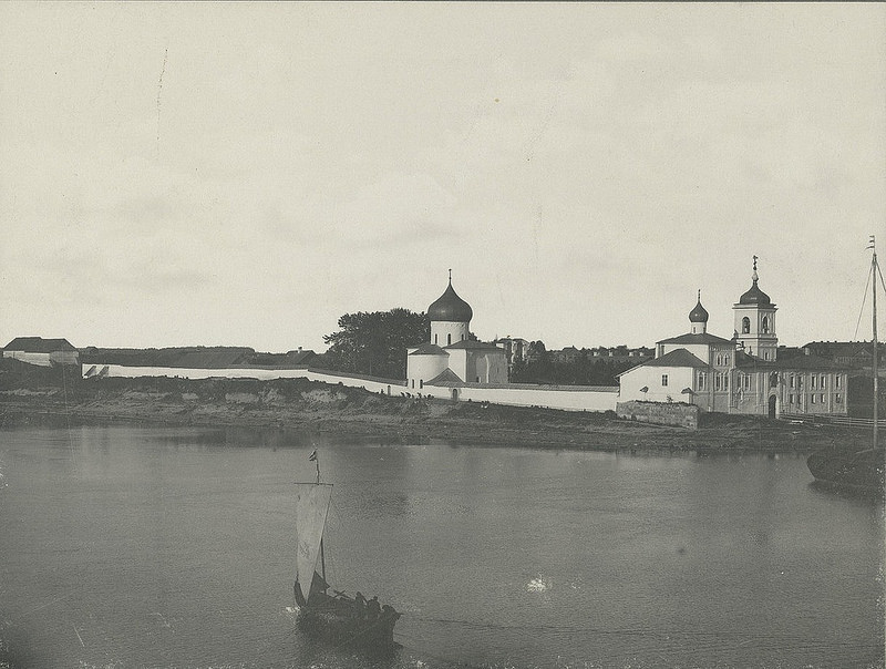 Вид Мирожского монастыря с р.Великой