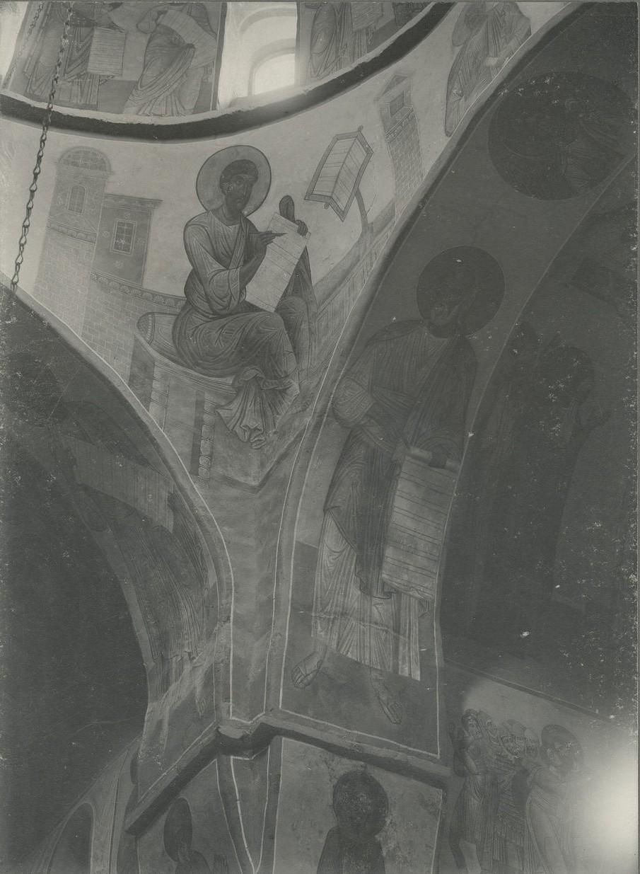 Фреска северо-западного паруса Спасо-Преображенского собора Мирожского монастыря  - «Евангелист Лука»