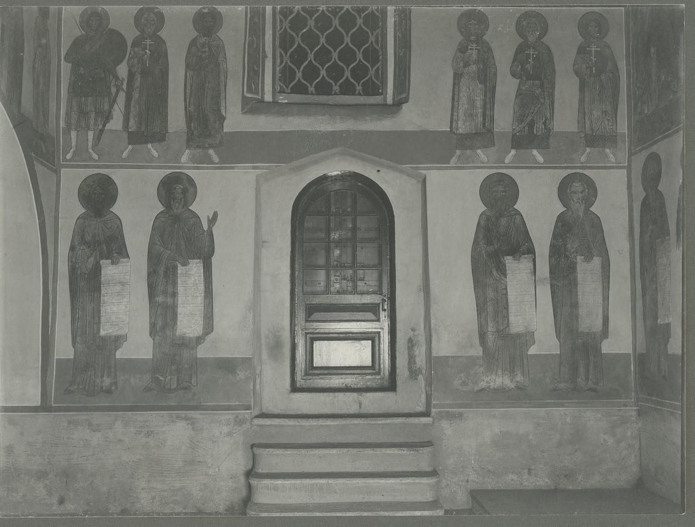 Фрески  северной стены: мученик Орест, мученик Авксентий, мученик Евстратий, мученик Агафон (?), неизвестный мученик, чин преподобных отцов
