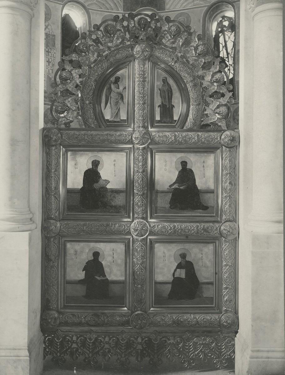 Царские врата иконостаса Спасо-Преображенского собора Мирожского монастыря