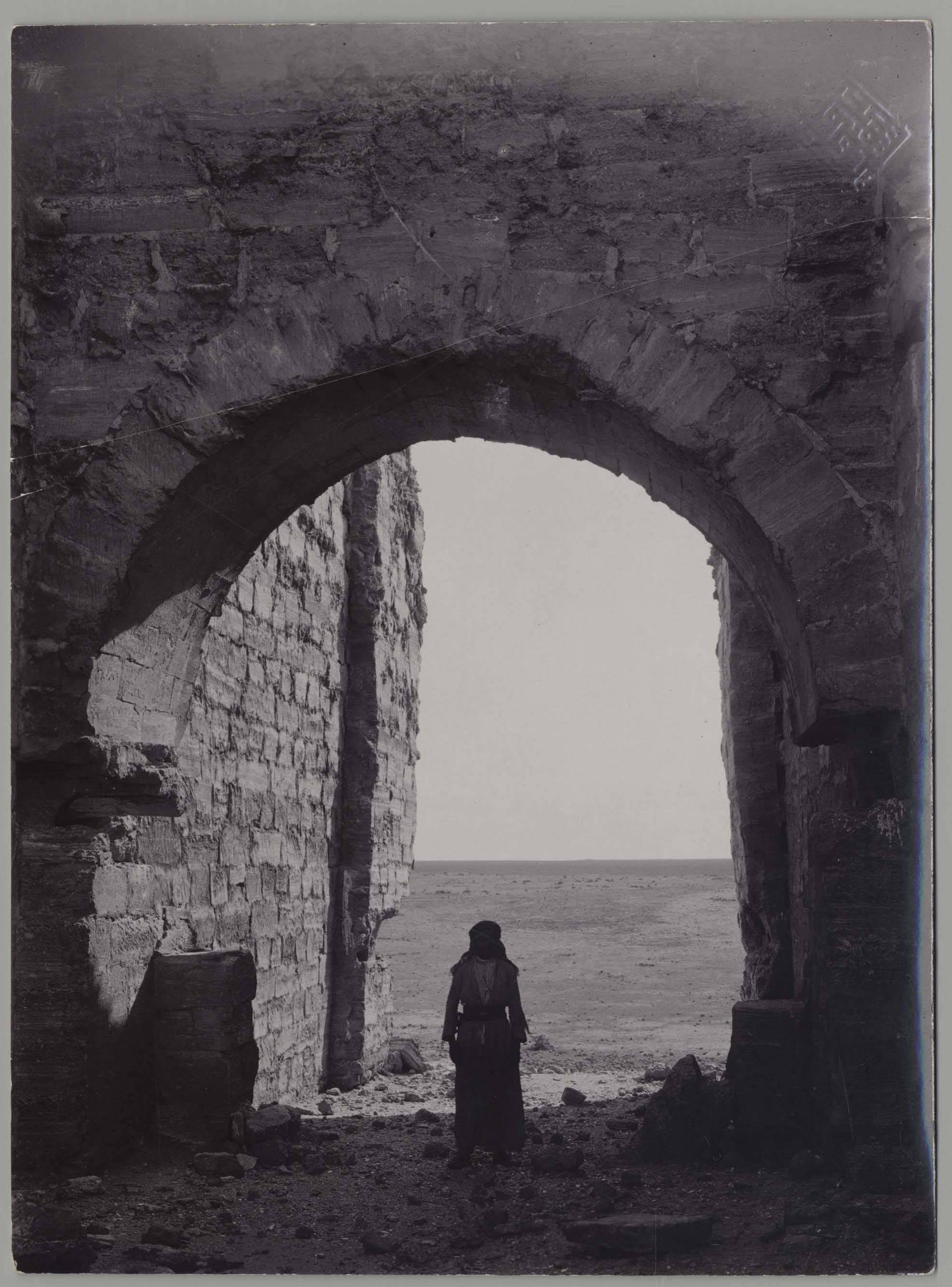 Дура-Европос. Вид через ворота в юго-западной стене