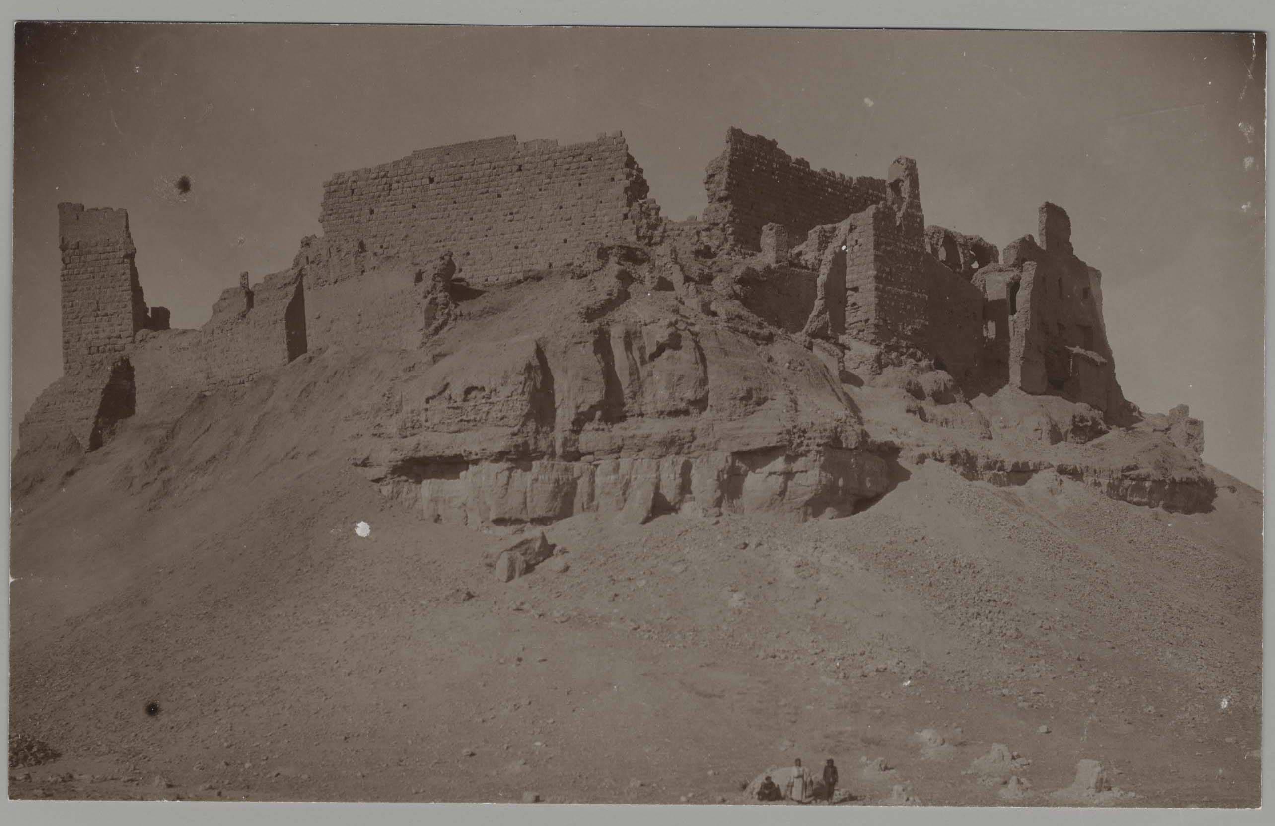 Замок Рахба. Вид с северо-востока