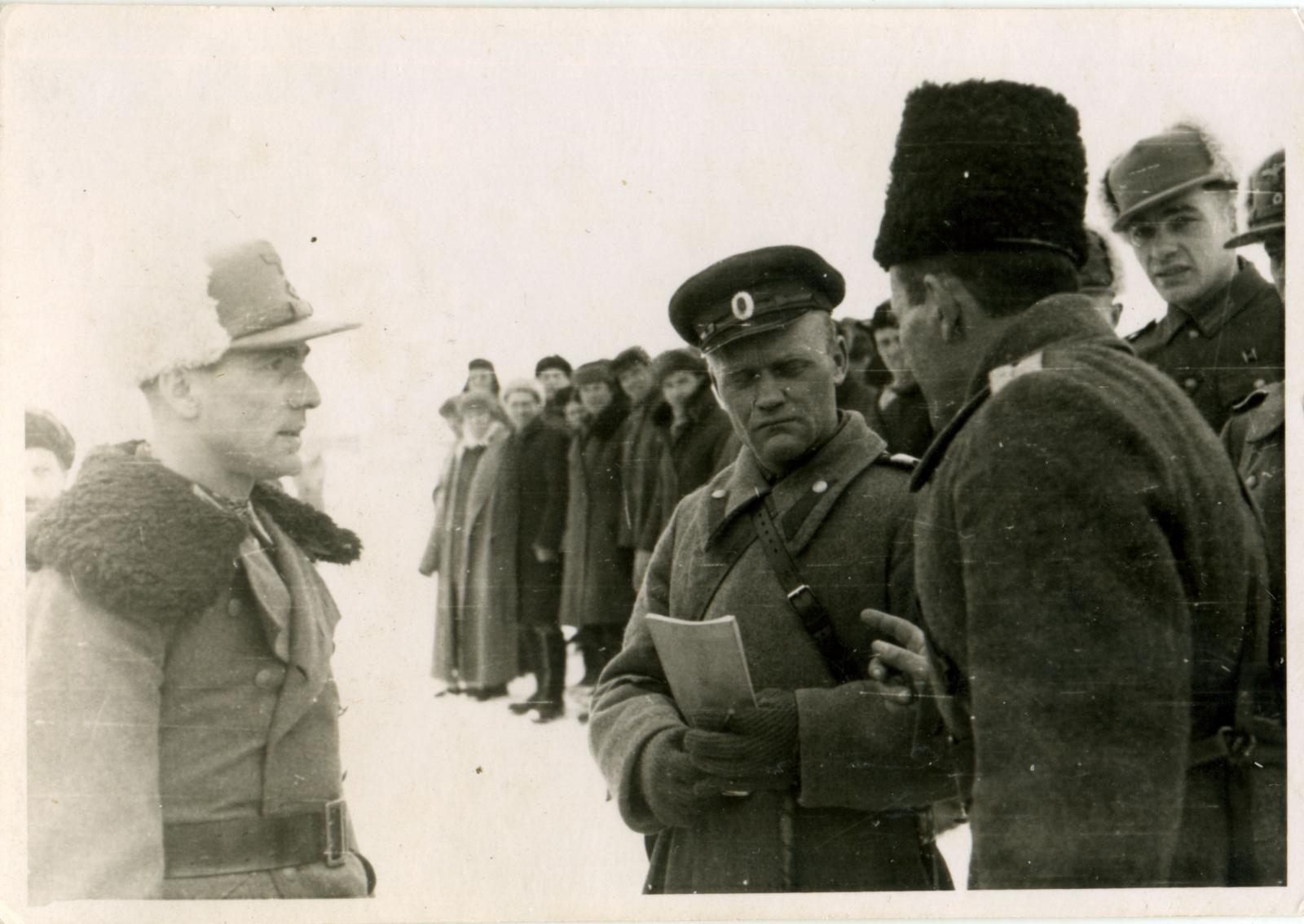 Командный состав 403-го казачьего кавалерийского дивизиона. Свердловск