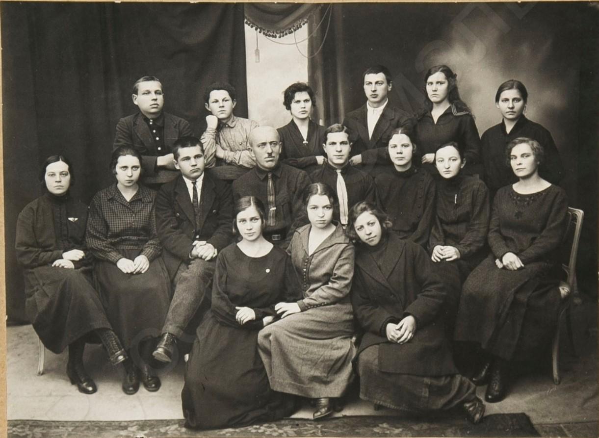 1925. Ячейка РЛКСМ при губстатбюро