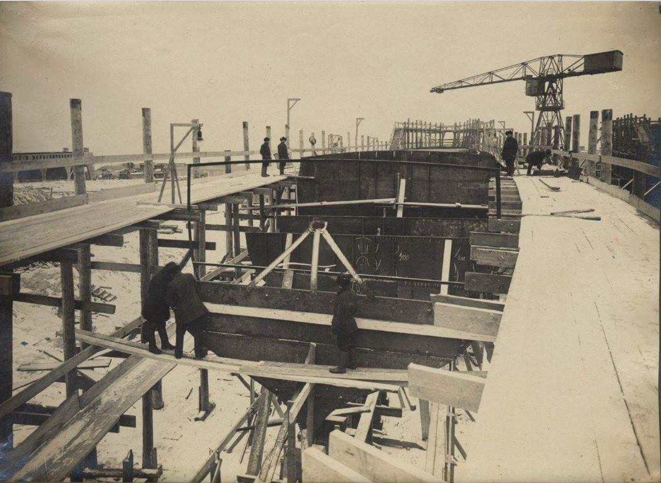 Строительство первых двух мин (Гавриил и Константин) от кладки клина (18 ноября 1913 года) до праздничного назначения (22 сентября 1916 года)18