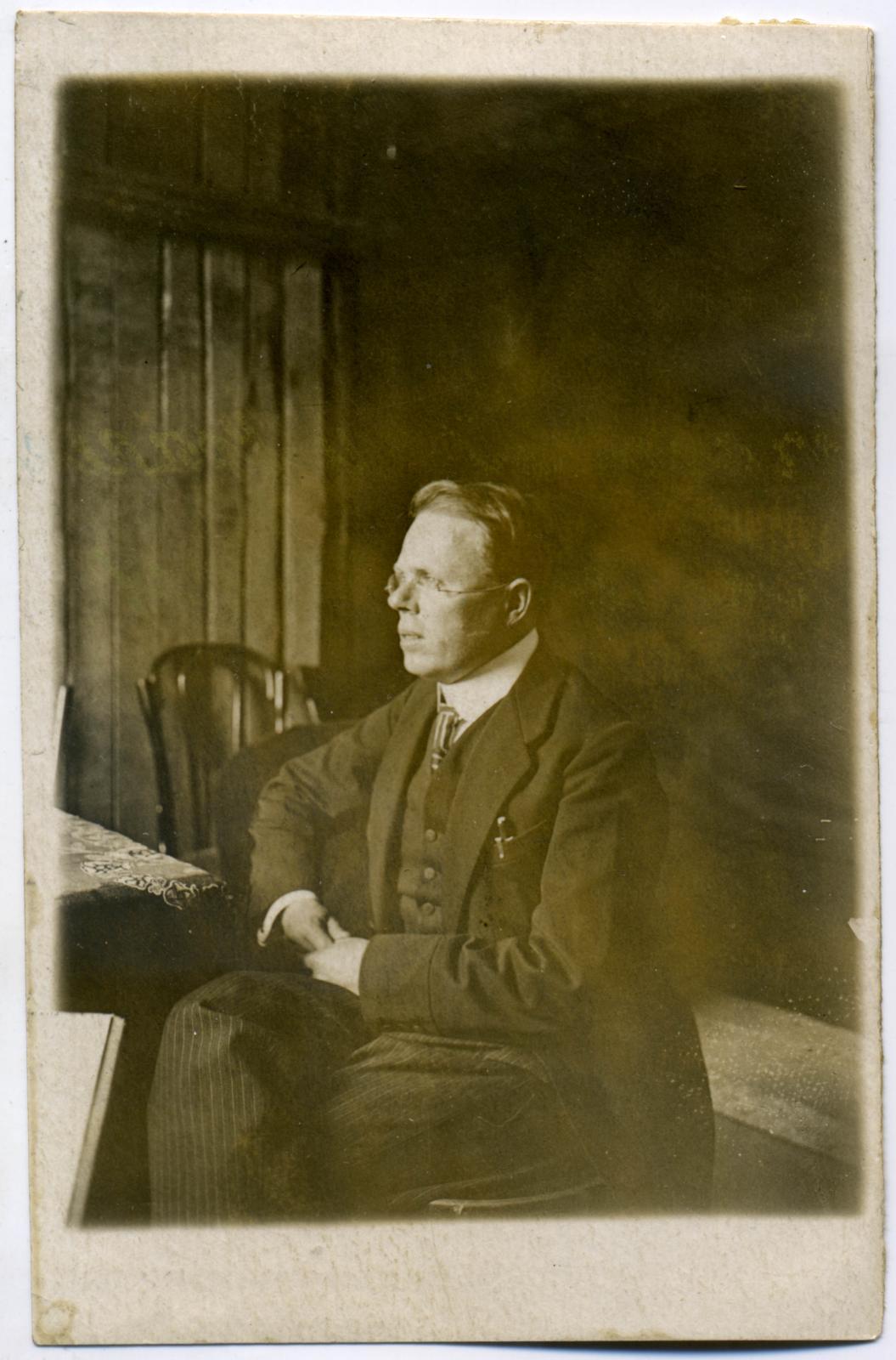 22. Алоис Муна (чеш. Alois Můňa, 1886-1943) – чешский коммунист, деятель Коминтерна, один из обвинителей на процессе эсеров