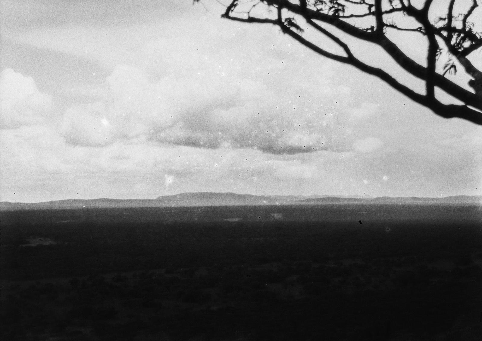 Капири-Мпоши.  Вид с горы Масеве на Дамбо