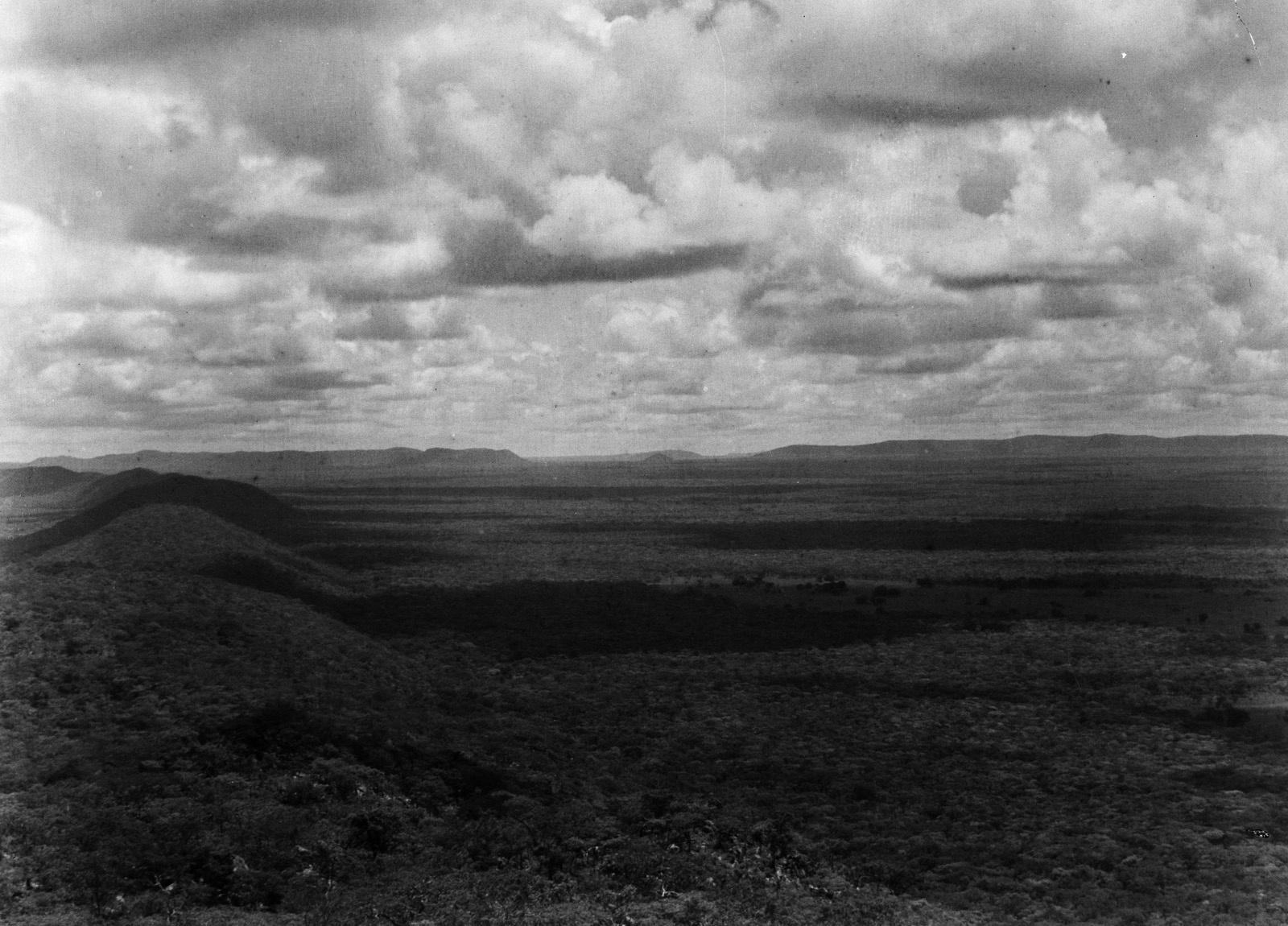 Капири-Мпоши. Вид с самой высокой вершины гор Мандафи на восток