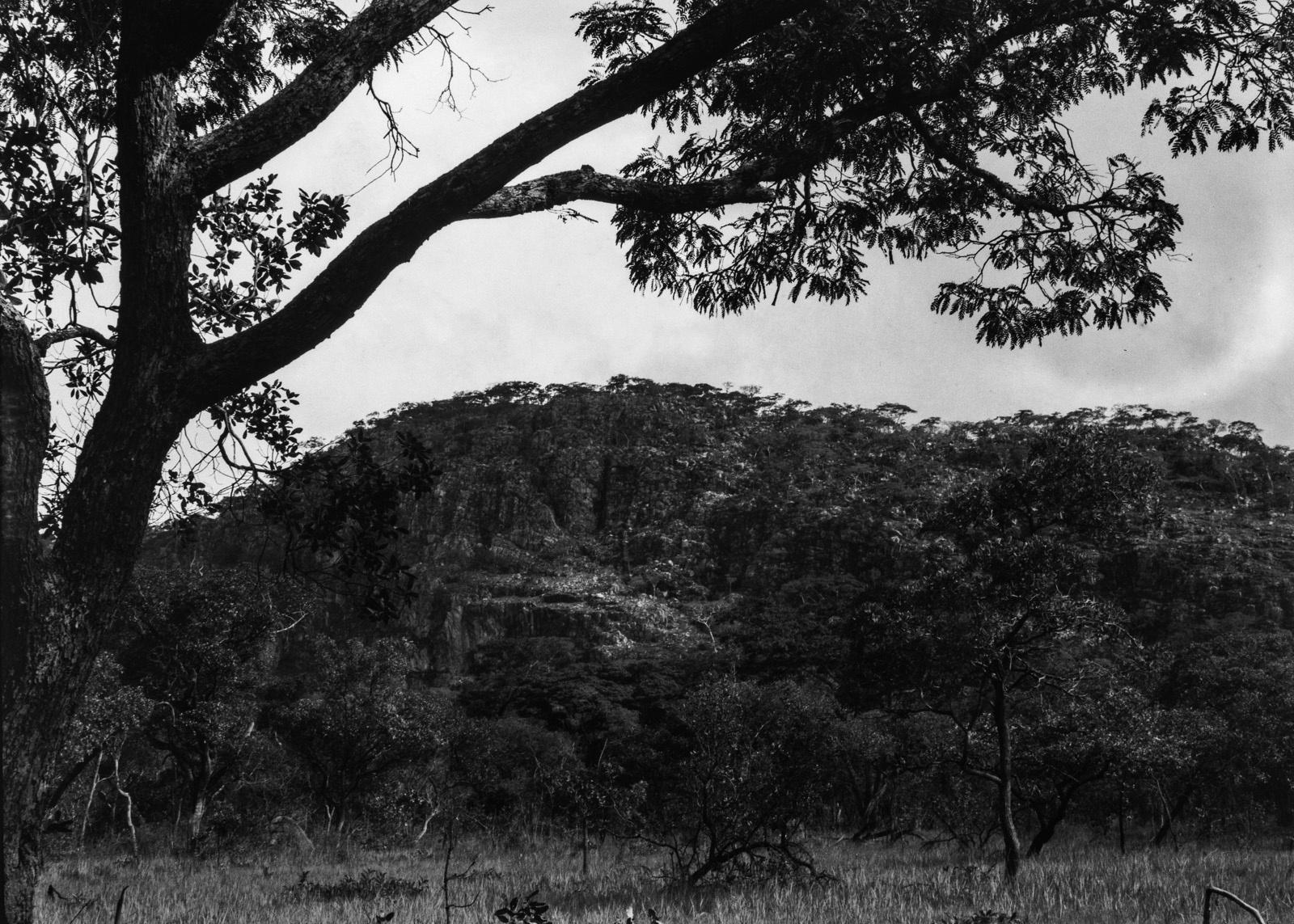 Капири-Мпоши. Крутой склон одной из гор массива Масеве