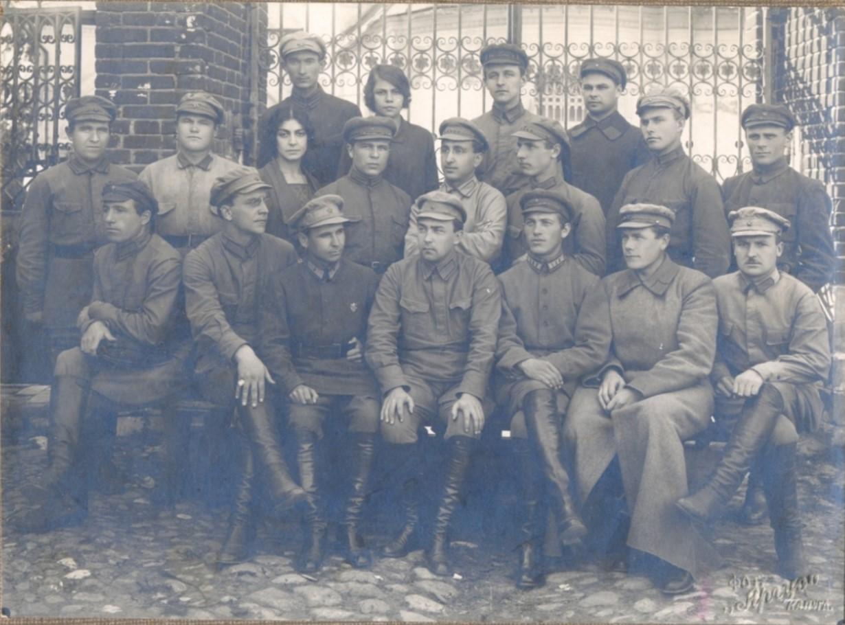 1920-е. Зам. нач. губернск. отдела ГПУ с сослуживцами. Калуга