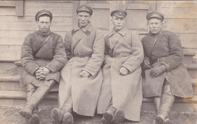 1933. Сотрудники Шадринской комендатуры ОГПУ.