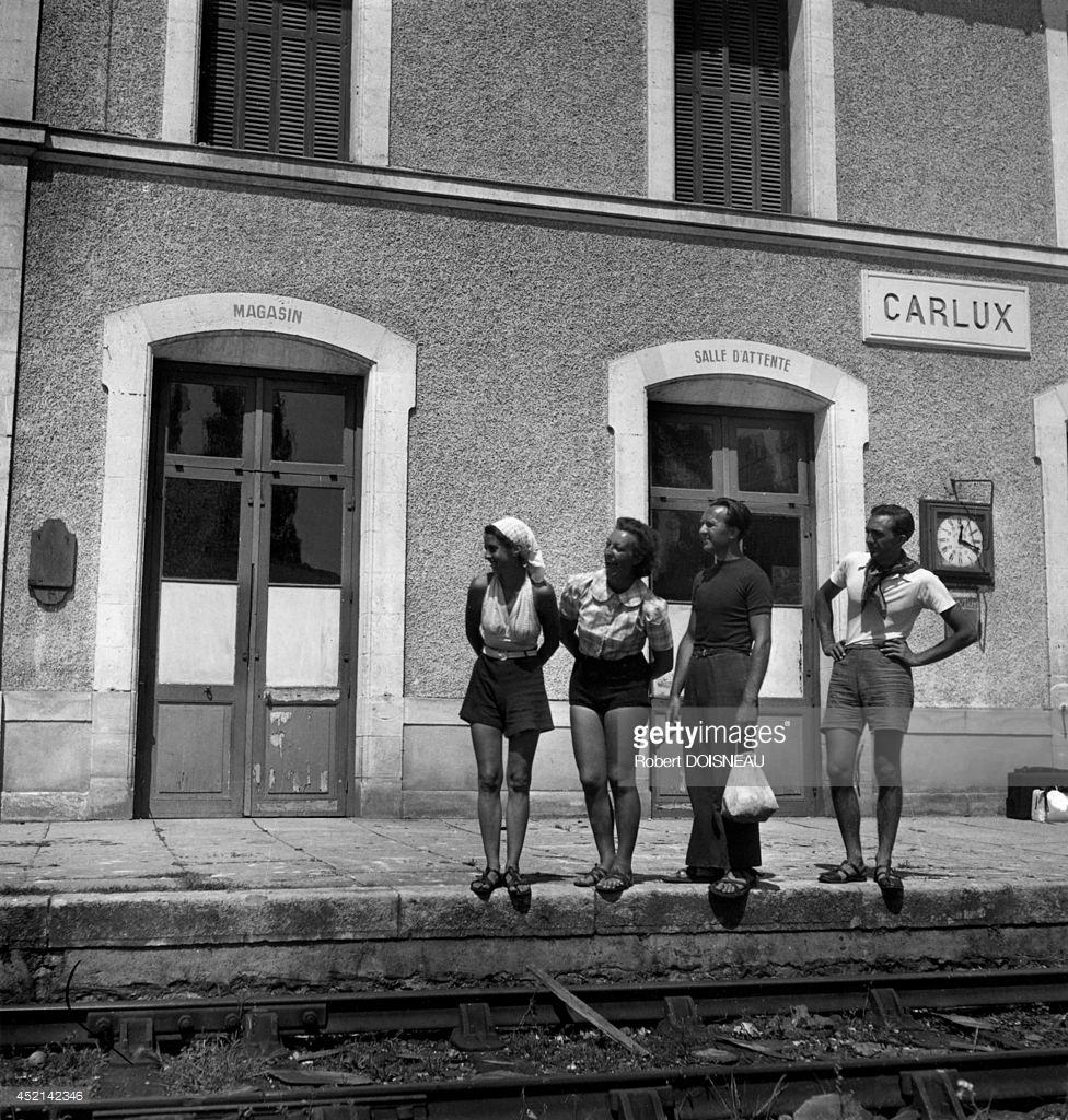 1937. Люди на вокзале Карлюкса