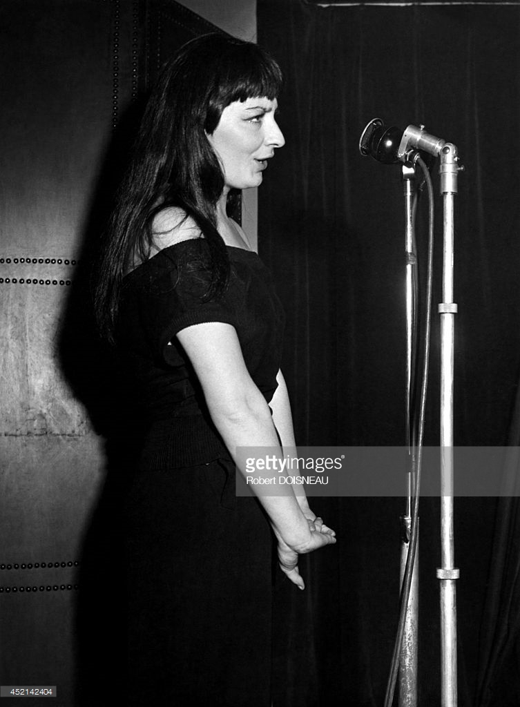1949. Жюльетт Греко на сцене