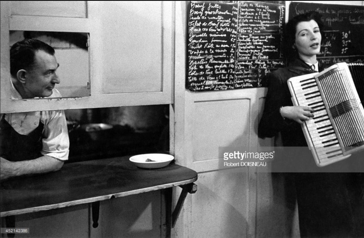 1953. Пьеррет д'Ориент, женщина-аккордеонист