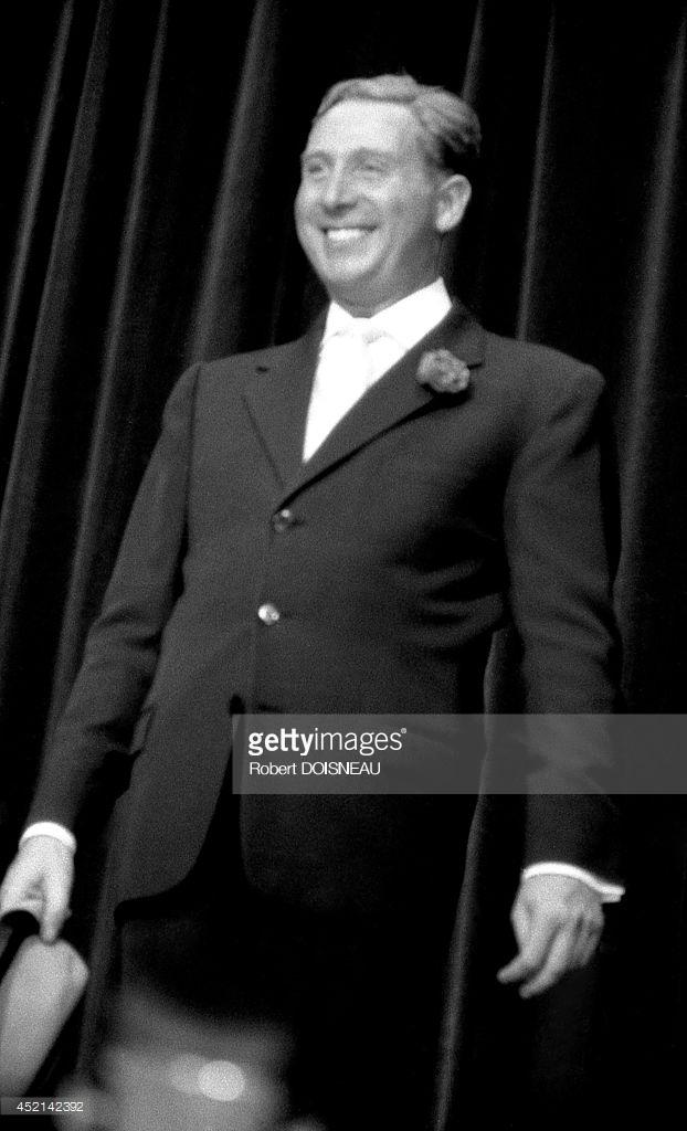 1953. Шарль Трене на сцене в Бобино 26 сентября в Париже