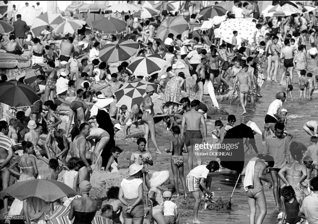 1959.  Толпа на пляже