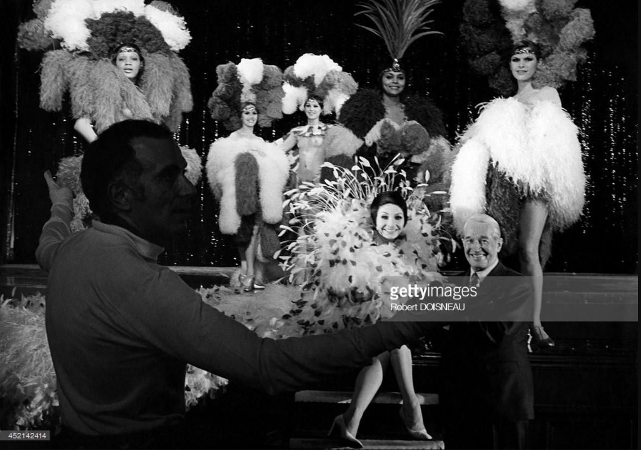 Морис Шевалье, Зизи Жанмер и Роланд Пети на сцене. Париж