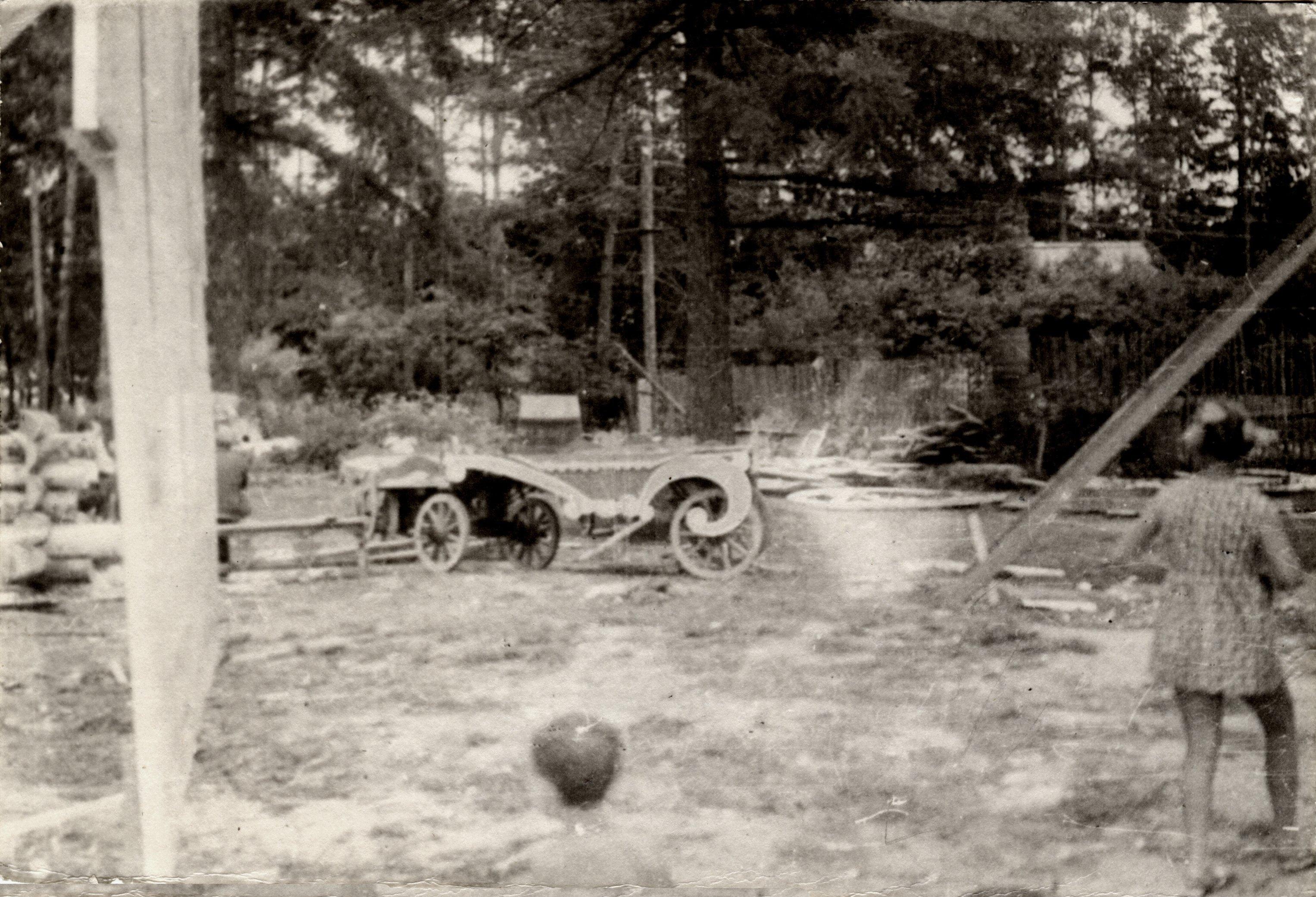 1967. Деревня Гигирёво. Декорации к фильму «Огонь, вода и медные трубы»