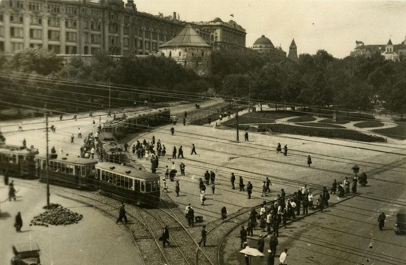 1930-е. Штеренберг А.П. «Виды Москвы. Площадь Ногина»