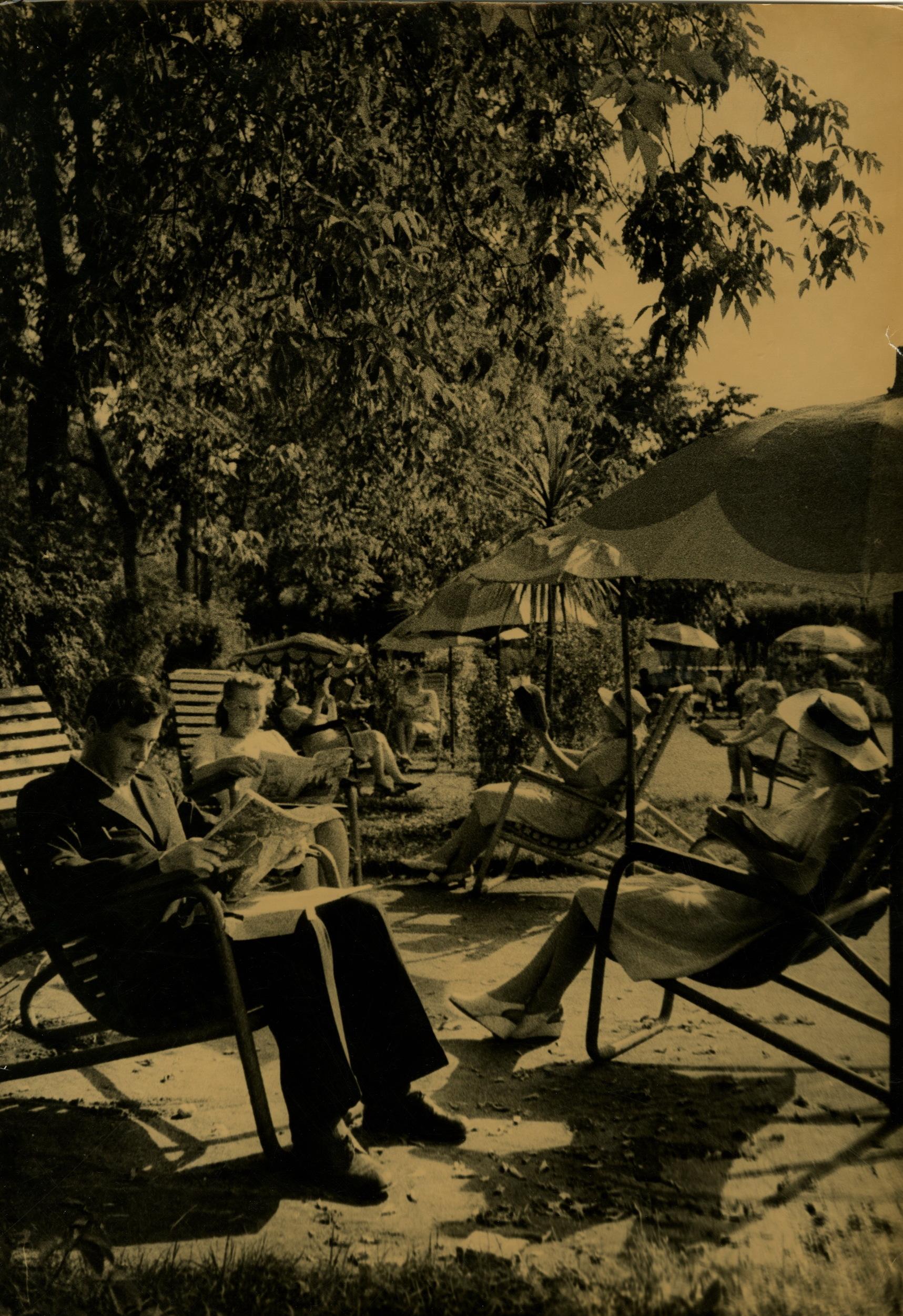 1940-е. Грачёв М.П. «Читальня Центрального парка культуры и отдыха»