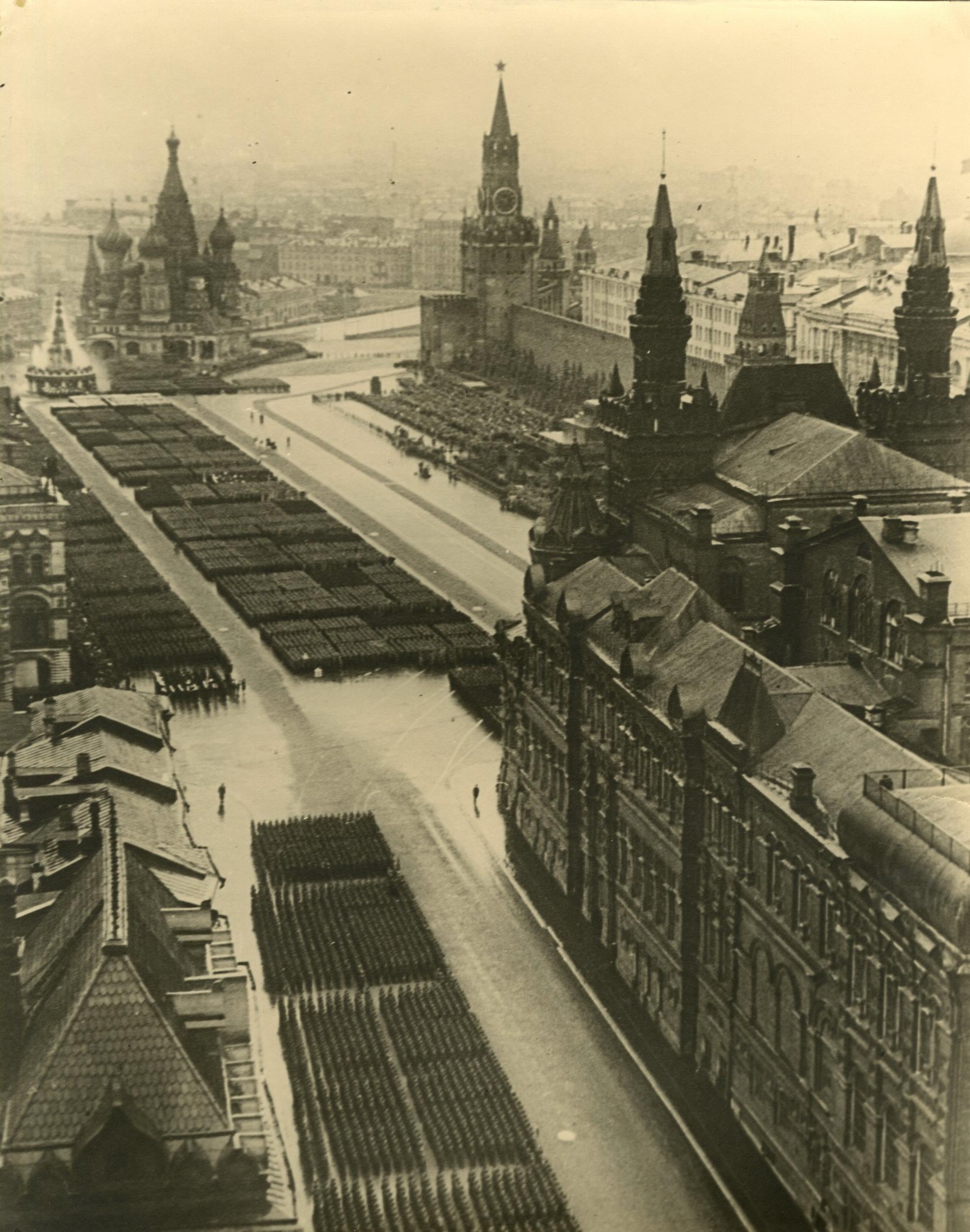 1945. Неизвестный автор. «Парад Победы на Красной Площади»