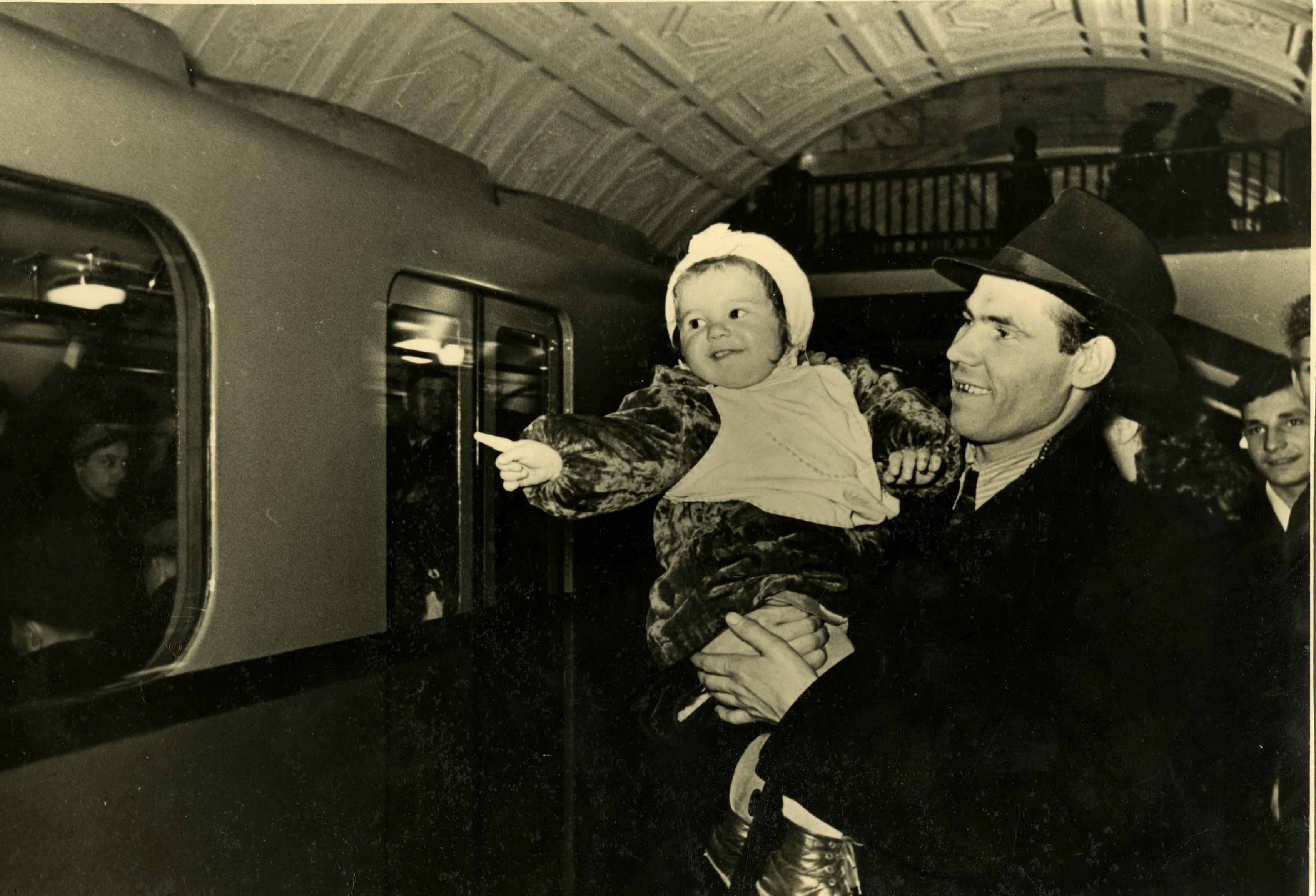 1950-е. Грачёв М.П. «Папа, мы на этом поезде поедем»