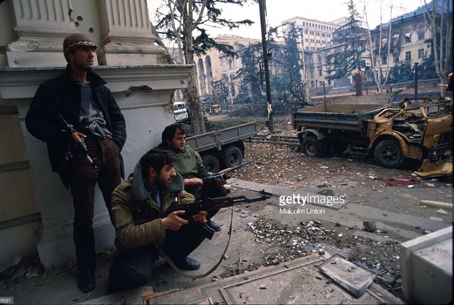 1991. 31 декабря. Тбилиси. Бойцы во время затишья