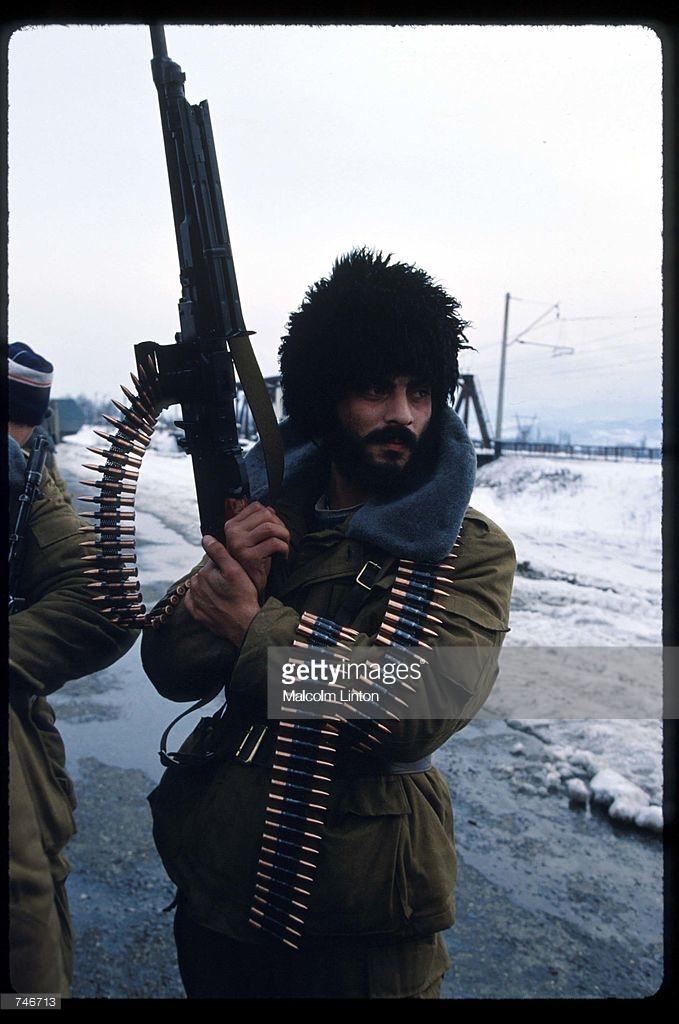 1992. Январь. Тбилиси. Боец оппозиции со своим оружием