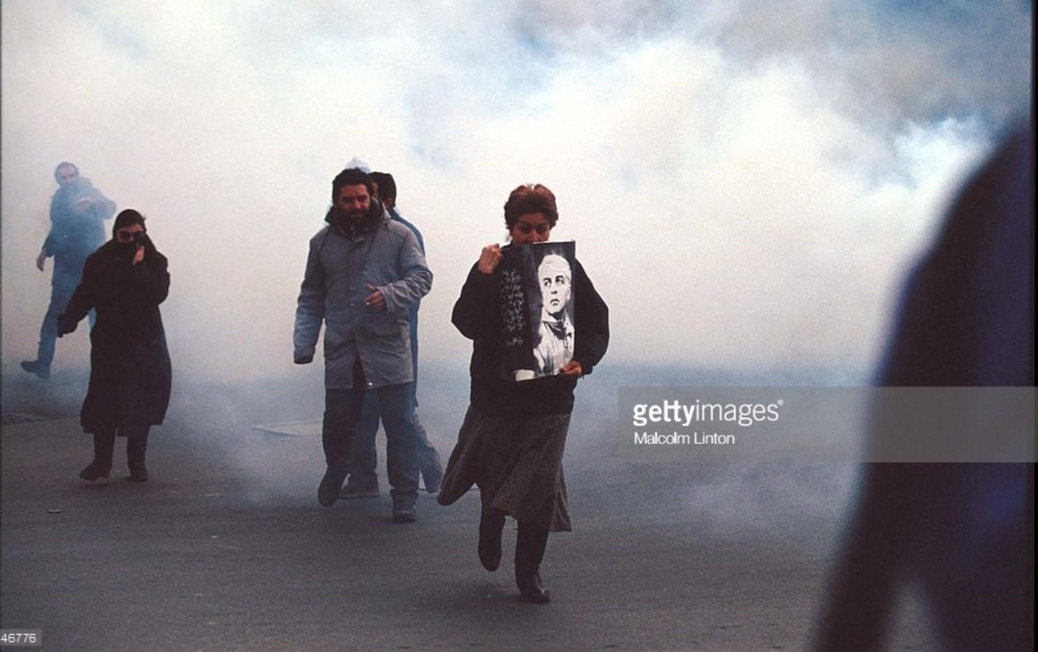 1992. Январь. Тбилиси. Сторонники Гамсахурдиа идут на демонстрацию