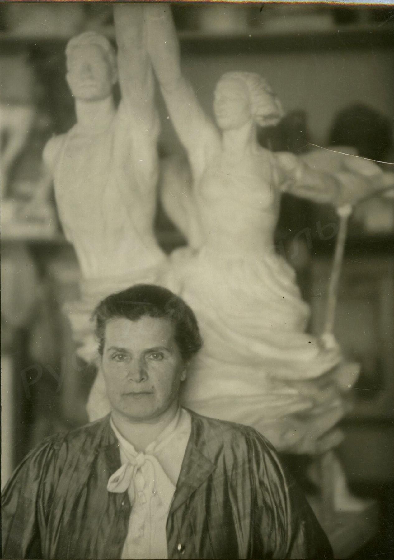 1930-е.  Фотография Веры Игнатьевны Мухиной