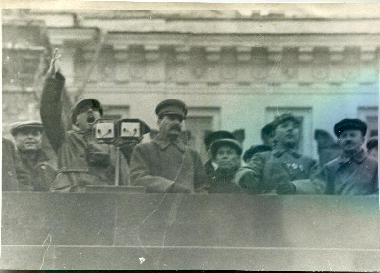 1932. Сталин, Ворошилов на параде
