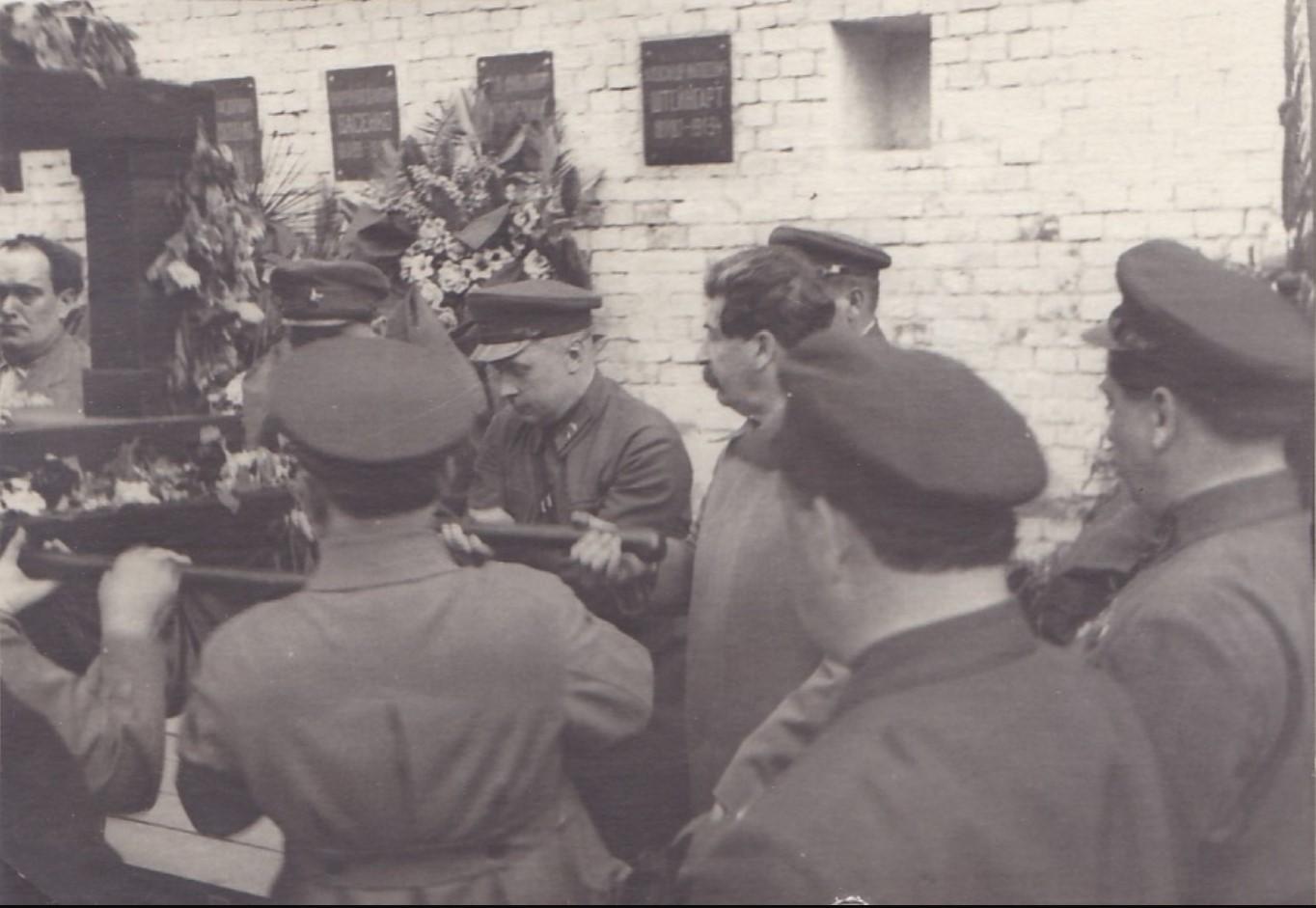 1934. Сталин, Куйбышев у урны с прахом В.Р.Менжинского. Москва