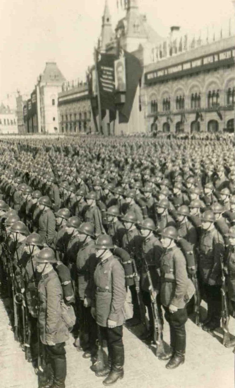 1935.  Пролетарская дивизия РККА на параде. 1 мая