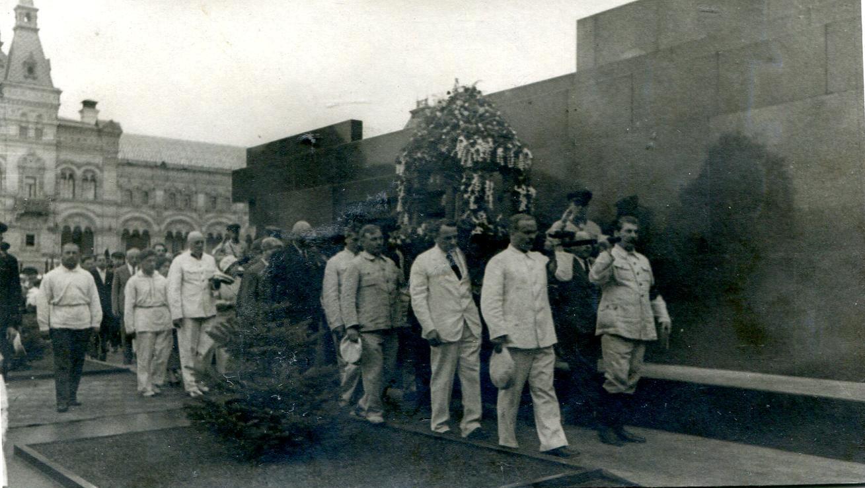 1935.  Сталин, Молотов на похоронах А. П. Карпинского