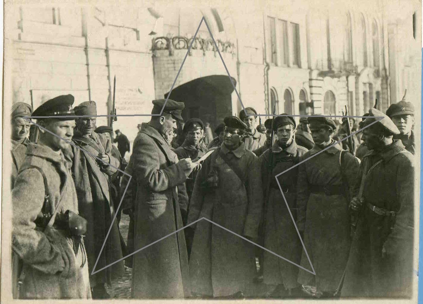 1918.  Бойцы продотряда перед выступлением.