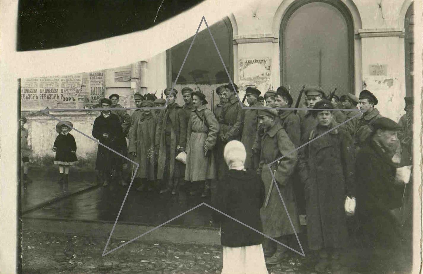 1918.  Бойцы продотряда перед выступлением