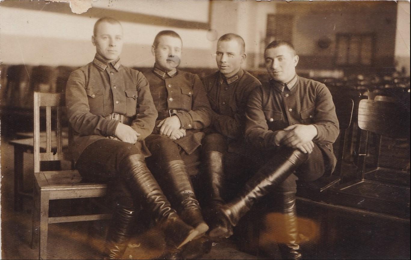 1930. Группа красных военлётов