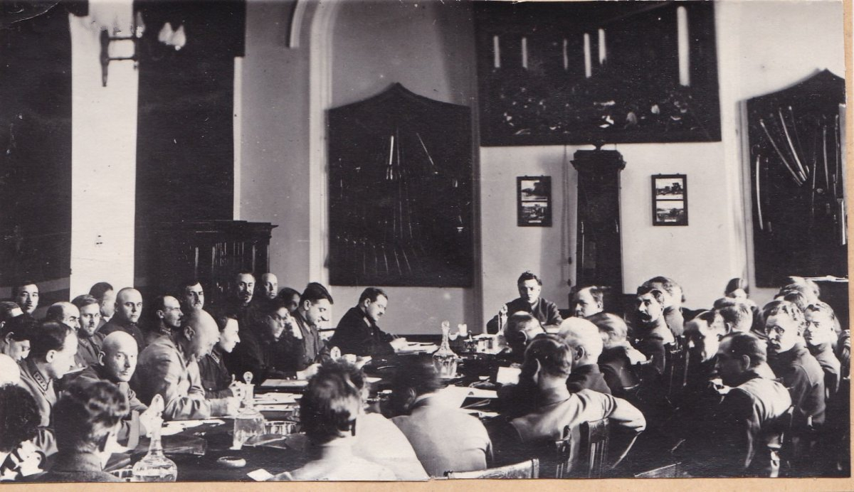 1930. Заседание Реввоенсовета. Ворошилов, Будённый, Тухачевский, Уншлихт. Москва