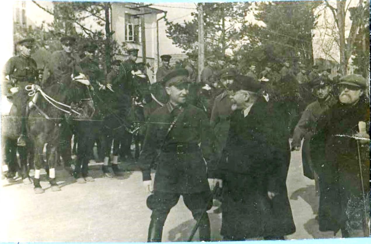 1920-е.  Г.И.Покровский на параде войск в Сухуми