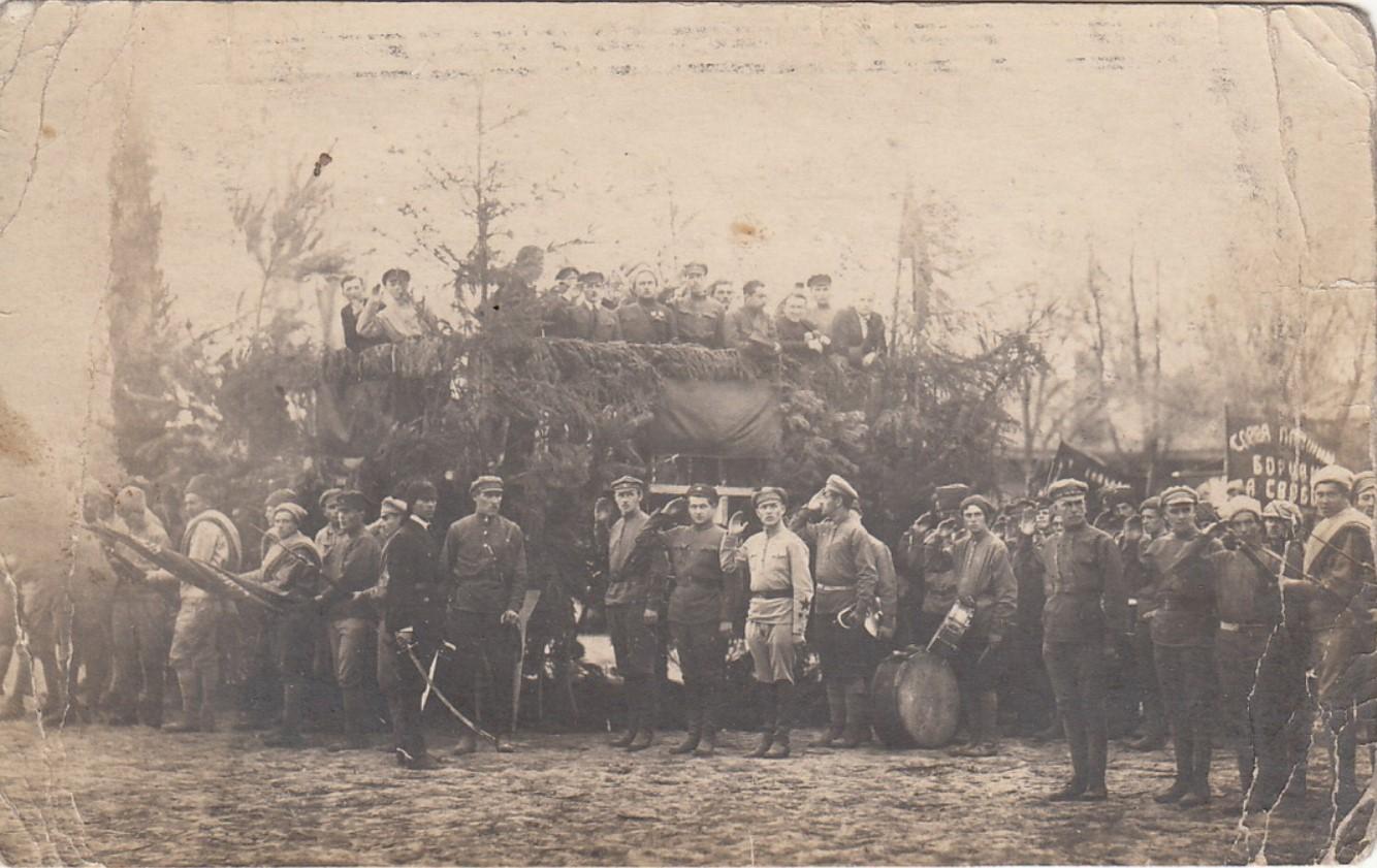 1922. Присяга 1 мая на площади 12 стрелкового полка. В присутствии тов. Кагановича и Трояновского