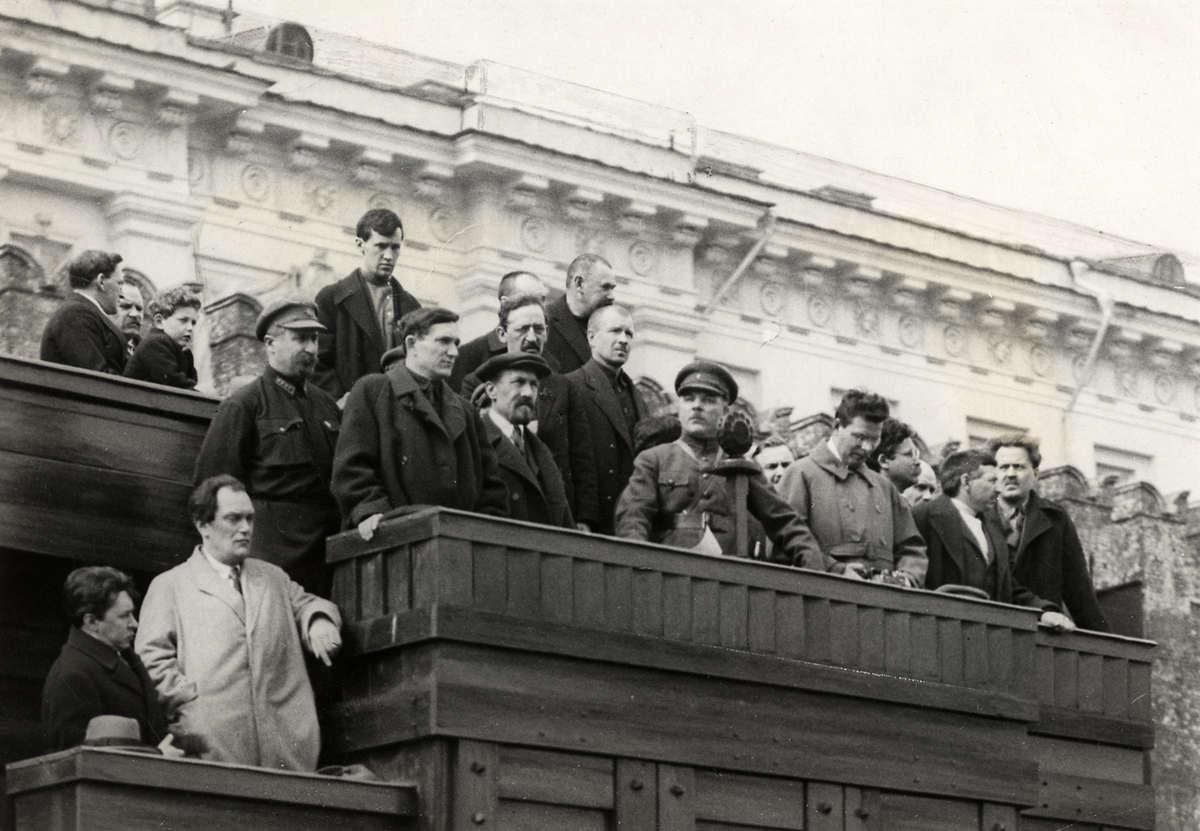 1927. Празднование 1 мая. На трибуне, на Красной площади расположились члены правительства