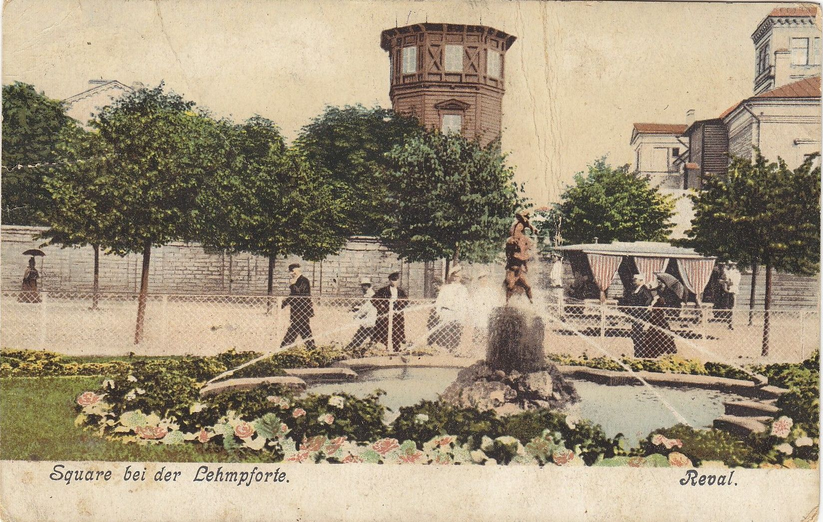 Площадь возле крепости