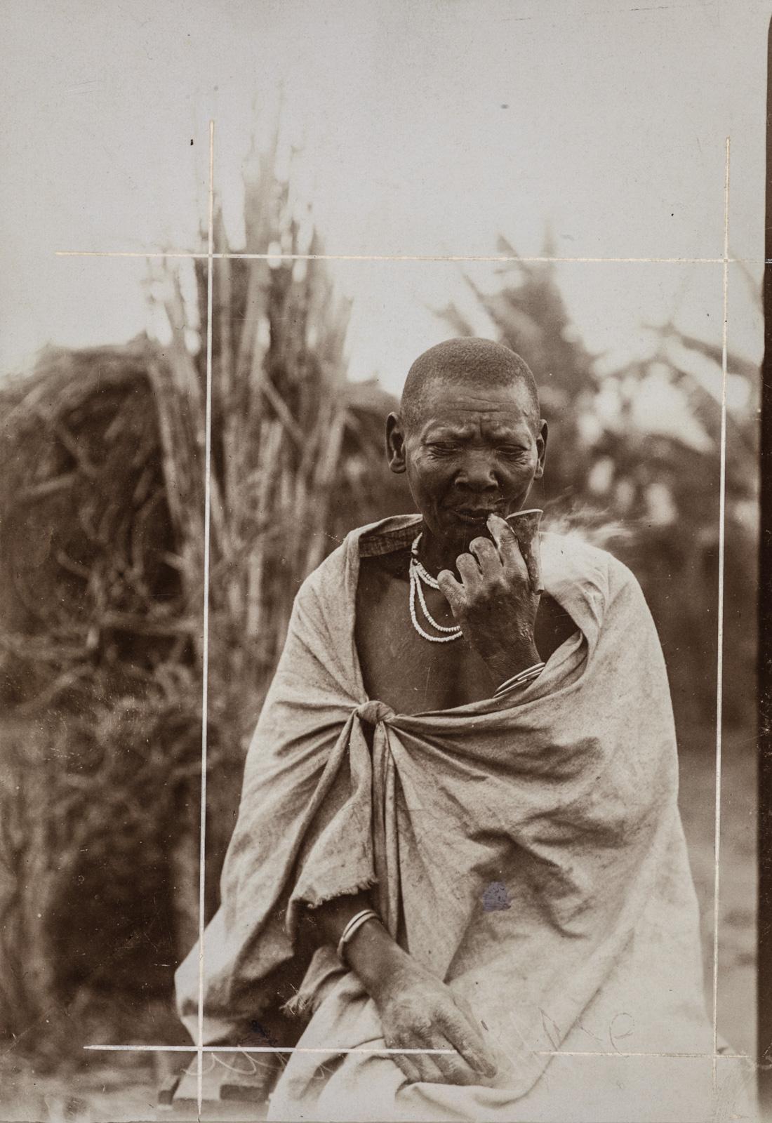 Портрет мужчины, курящего трубку