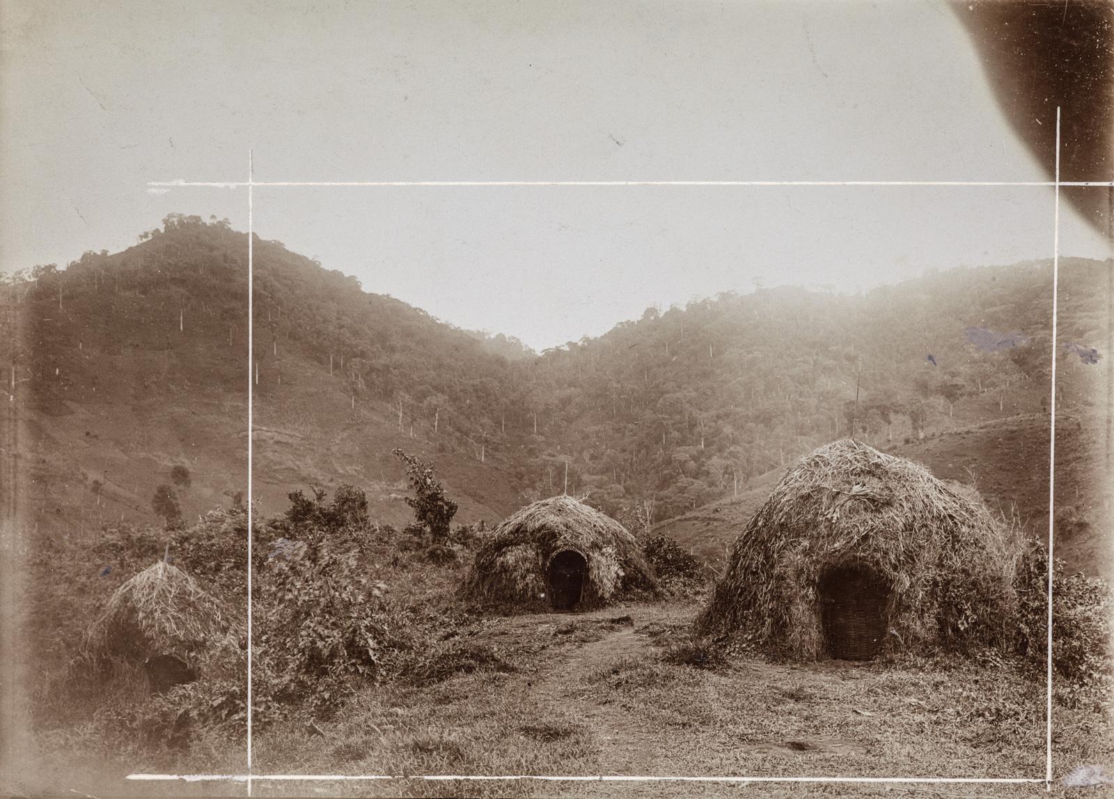 Поселение с соломенными хижинами