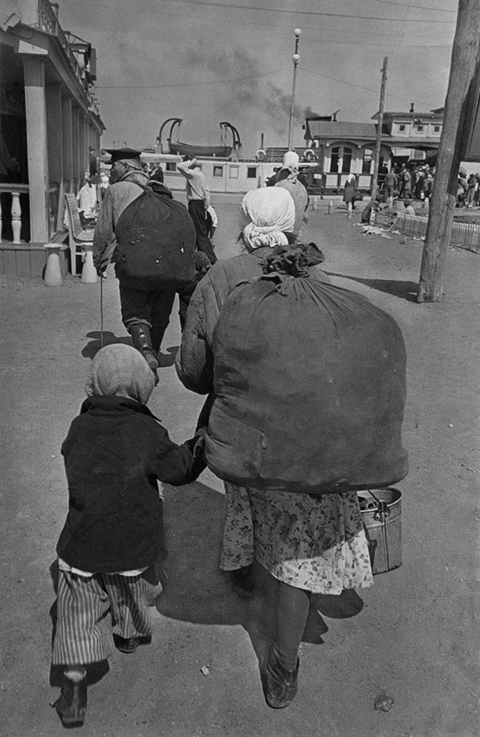 1957. Переселение