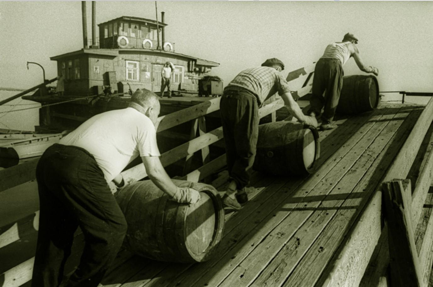 1958.  «Погрузка», Ульяновский речной порт