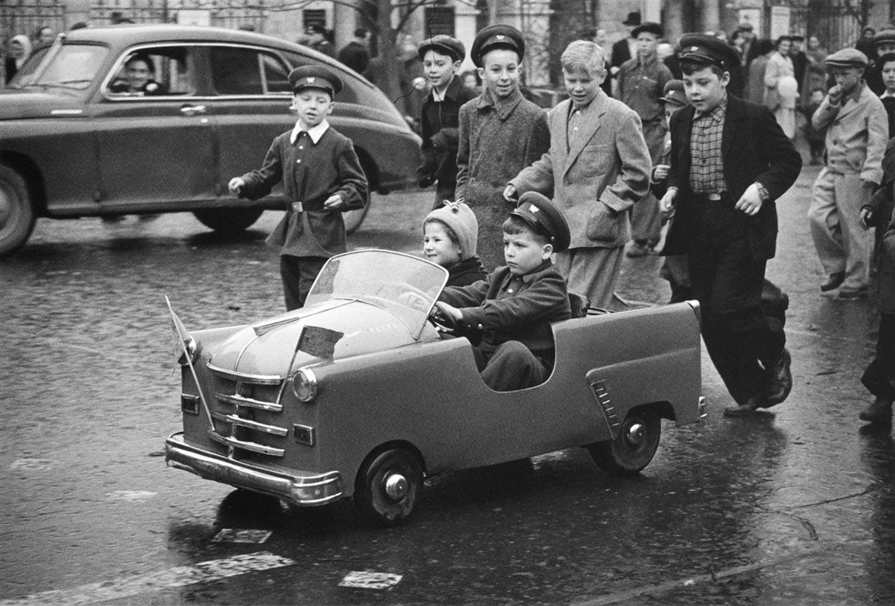 1958. Улица Горького 1 мая.
