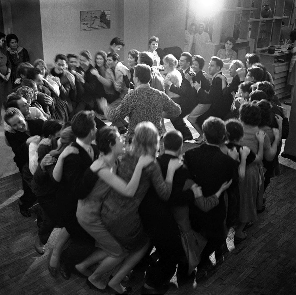 1961. Танцы, круг