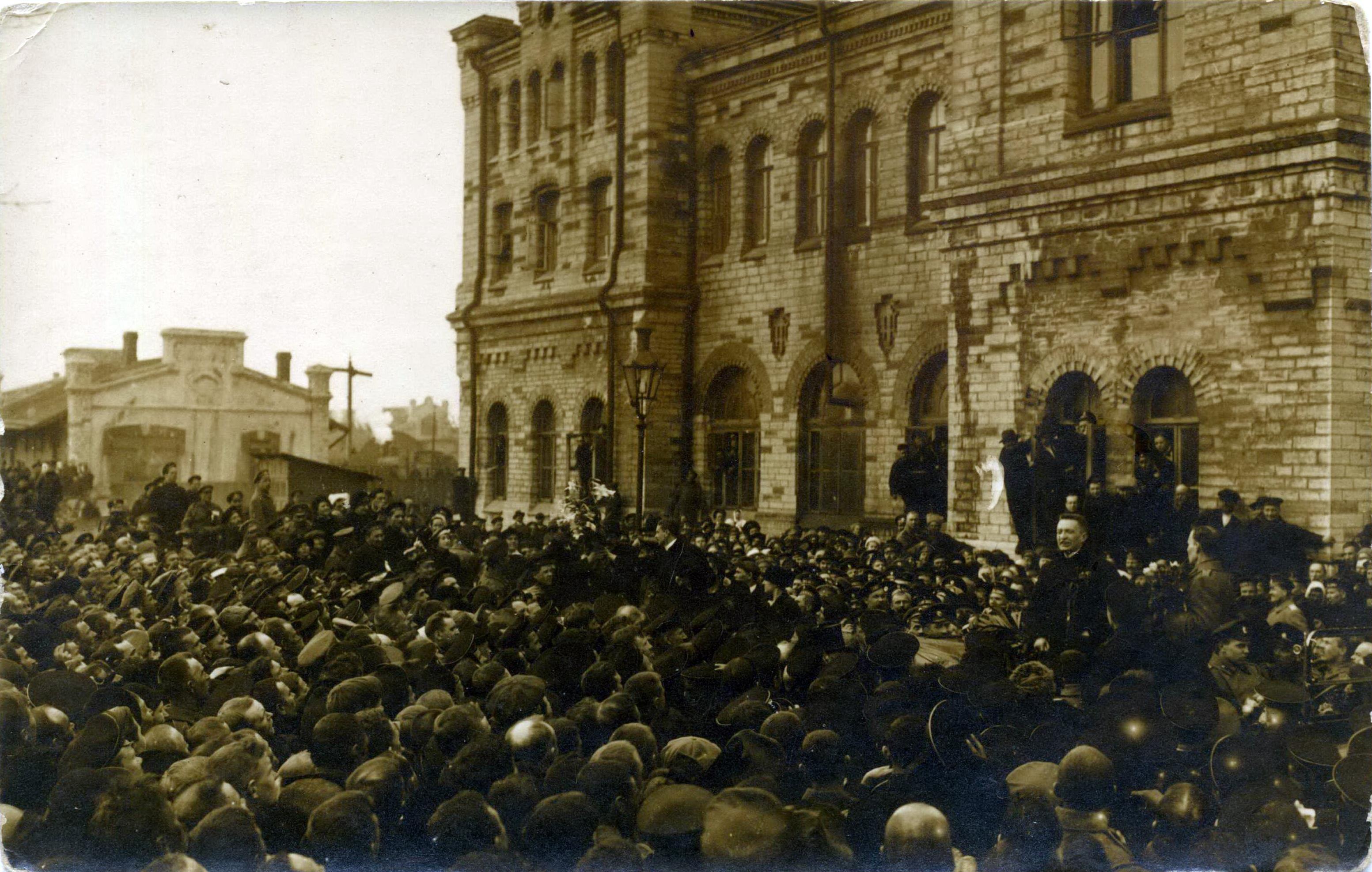 1917. А.Ф. Керенский на Балтийском вокзале Ревеля. 6 апреля