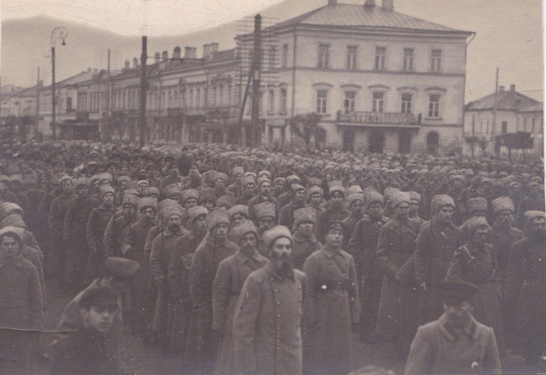1918. Парад в честь 1-го выпуска краскомов Тверских курсов